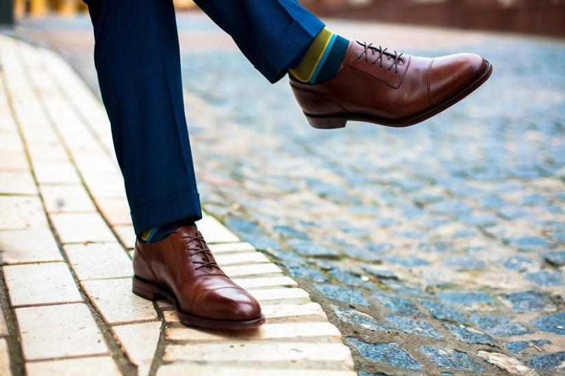 Skórzane buty w półformalnym zestawieniu