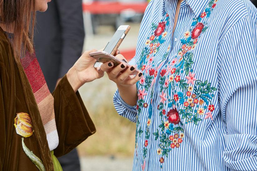 Ubrania z haftem są bardzo modne w tym sezonie