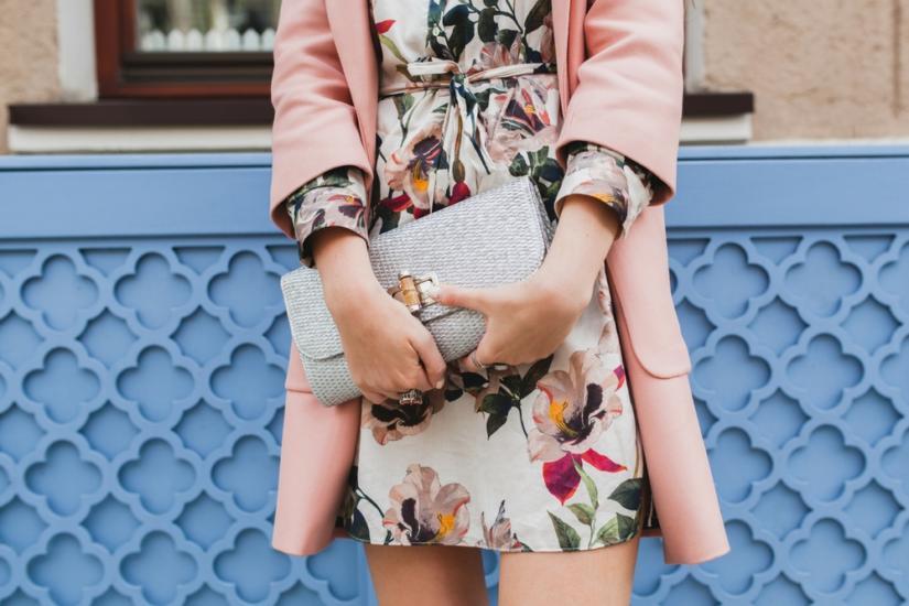 Pastelowa stylizacja z płaszczykiem