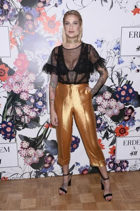 Katarzyna Gilon w złotych spodniach
