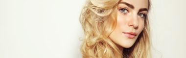Champagne pop to najmodniejszy odcień blondu tego sezonu