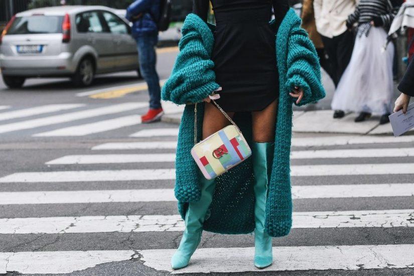 Koazki za kolano to modowy hit - zobacz, jak nosić je stylowo!