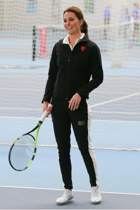 Kate na treningu tenisa