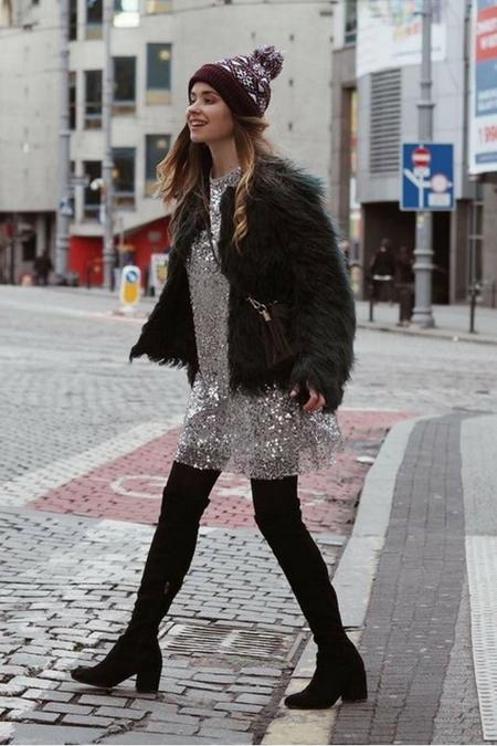 Juliette in wonderland w srebrzystej sukience