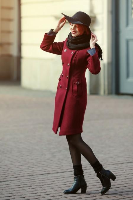 Bordowy elegancki płaszcz