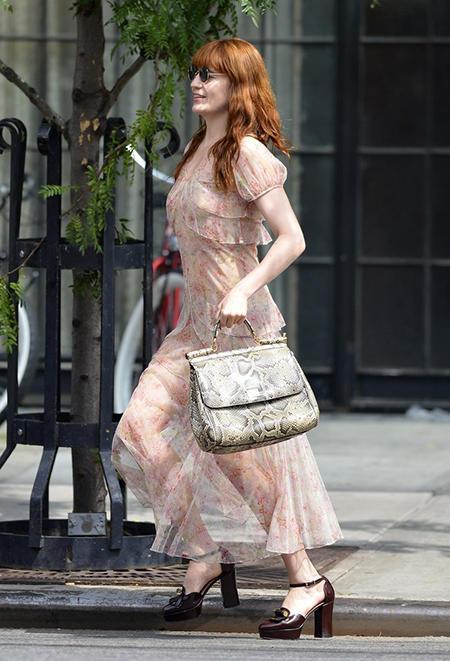 Florence Welch w retro sukience