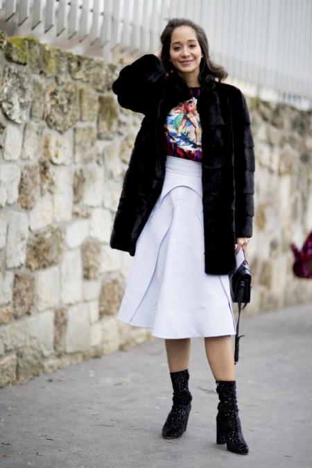 Jak nosić spódnicę midi zimą?