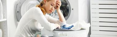 Pranie ubrań w pralce