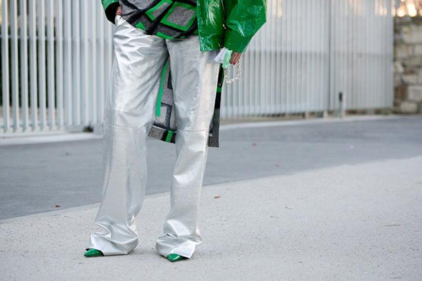 modne spodnie na wiosnę z wyprzedaży