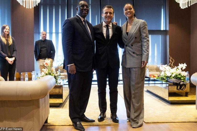 Rihanna w oversizowym garniturze zakrywa dodatkowe kilogramy?