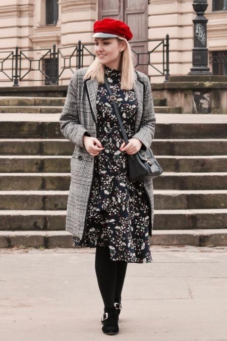 Jeansplease w kwiecistej sukience