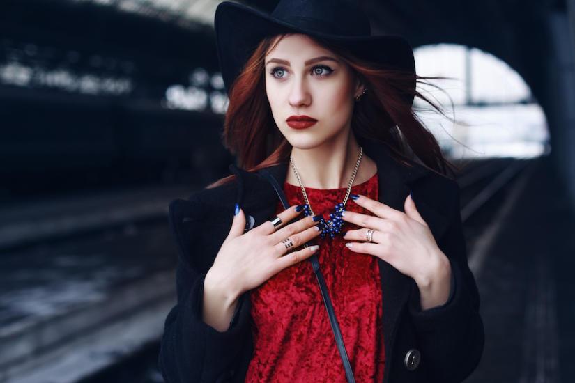 Jakie paznokcie do czerwonej sukienki