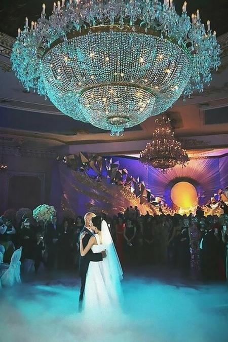 Taniec córki i ojca w jednej z najdroższych moskiewskich restauracji