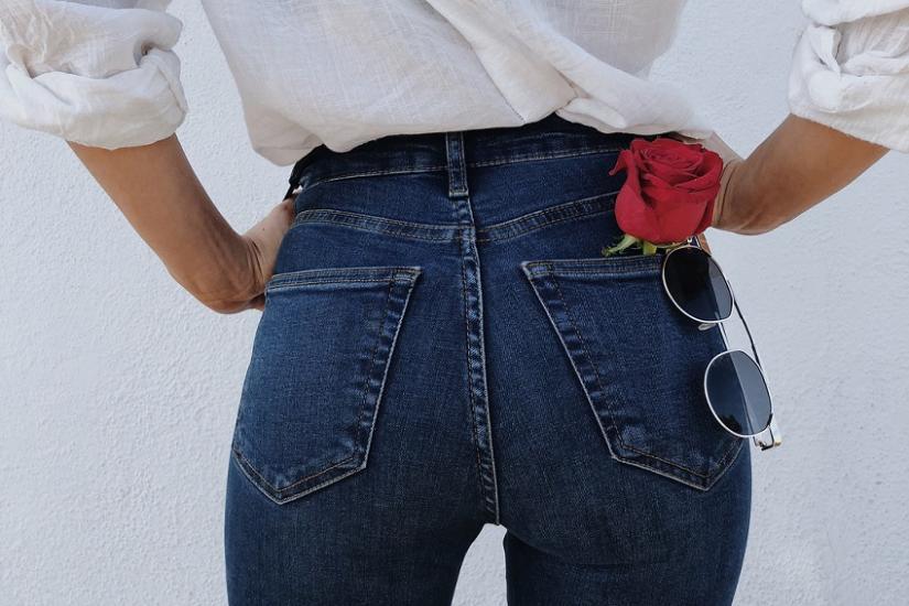 Jeansy z wysokim stanem na wiosnę