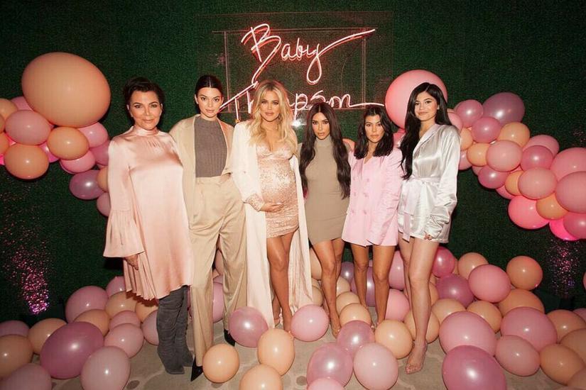 Rodzina Kardashianek świetnie bawiła się na imprezie z okazji przyjścia na świat malucha Fot.:@khloekardashian