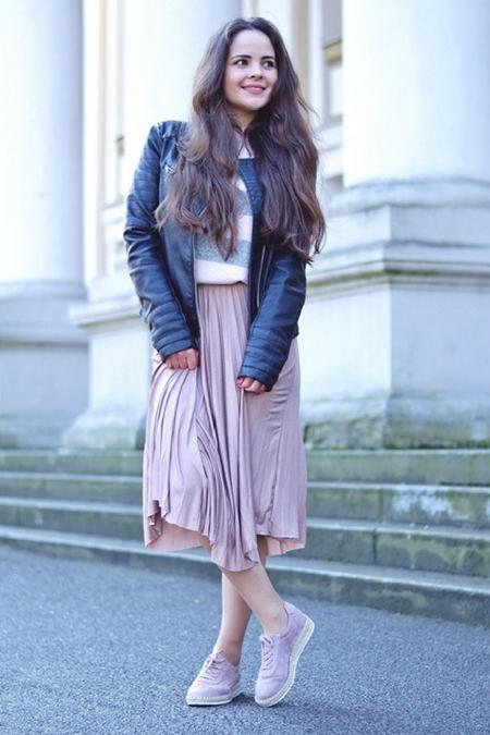 Spódnica i jeansowa kurteczka to typowo wiosenne stylizacje