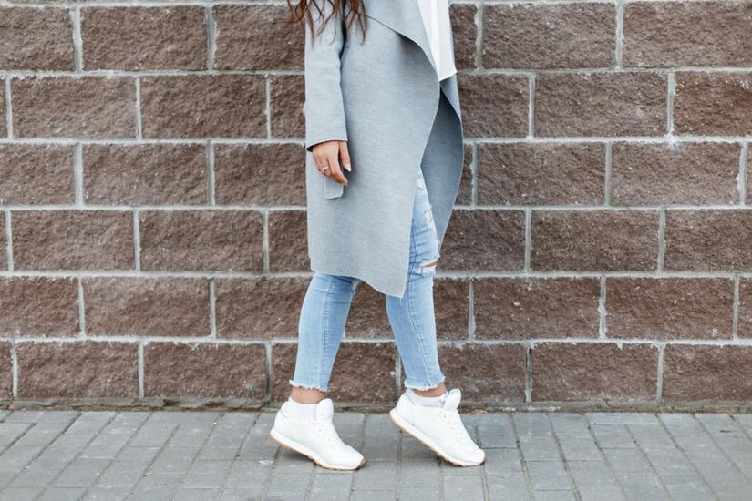 Wiosną będziemy nosić białe sneakersy
