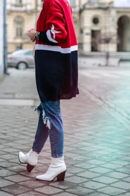 Braveave w wybrala sweter w mocnym akcencie