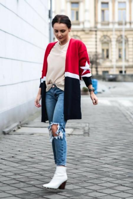 Stylizacja z wyrazistym czerwonym sweterkiem