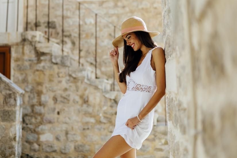Prostą bawełnianą sukienkę możesz kupić za grosze