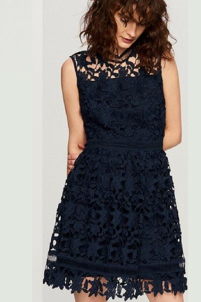 7f35fc8806 Koronkowa rozkloszowana sukienka na osiemnastkę