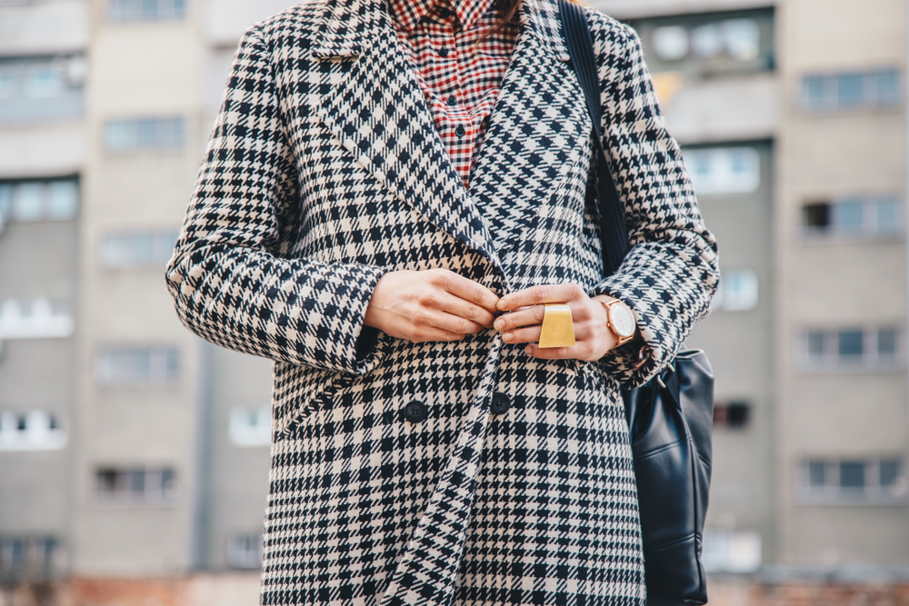 modne płaszcze w kratę na jesień