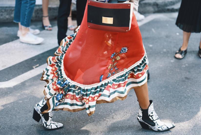 Modne kowbojki wracają w rozmaitych stylizacjach