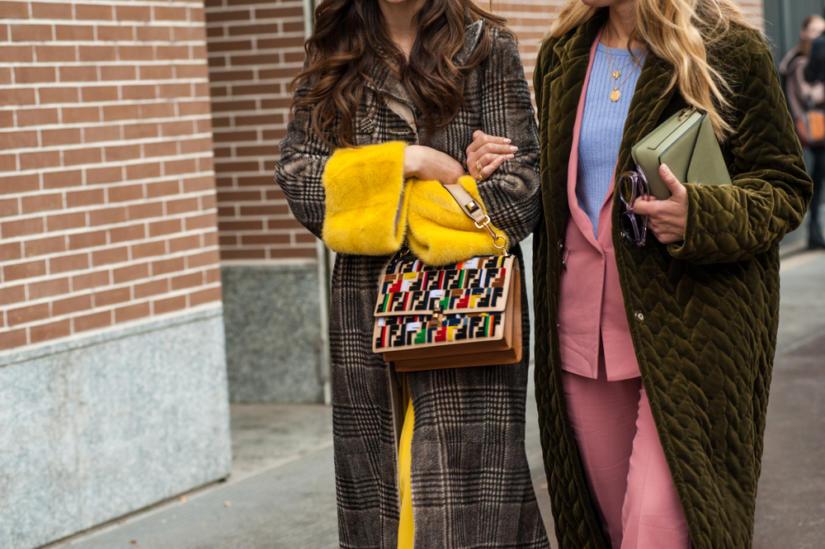 Na szczególne okazje możesz wybrać elegancki pikowany płaszcz w stonowanych kolorach