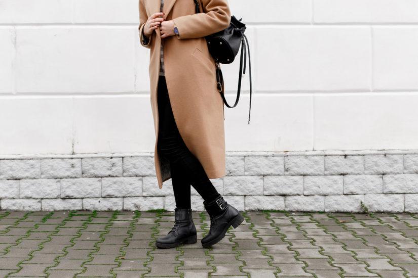 Stylizowanie długiego płaszcza jest dosyć proste!