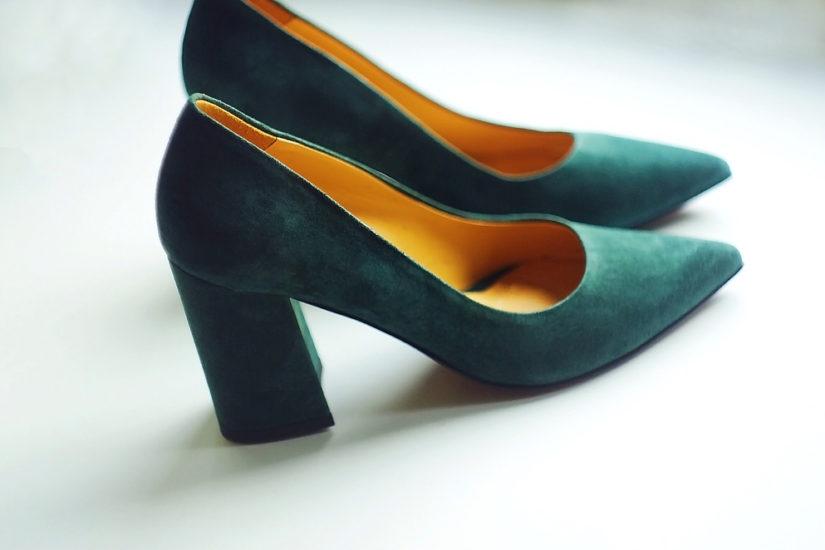 2755a323 Czółenka na słupku, czyli buty na grubym obcasie idealne na co dzień ...