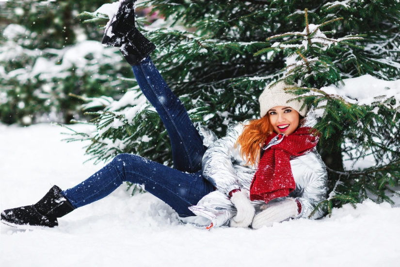 Czarne śniegowce pasować będą do każdej stylizacji