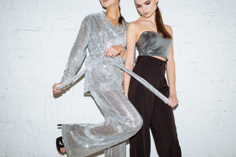 Stylizacja sylwestrowa ze spodniami może być równie efektowna jak modna sukienka