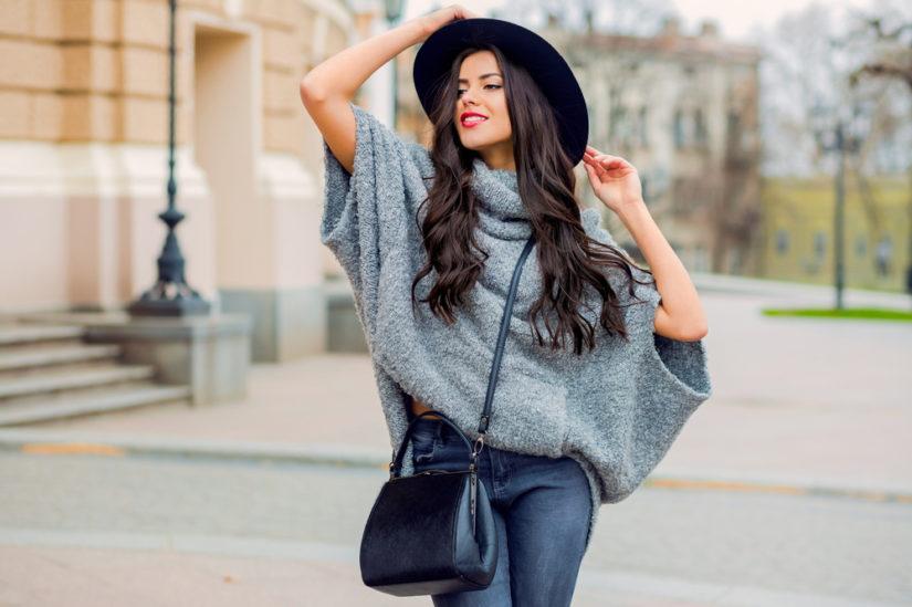 Sweter oversize sprawdzi się tak naprawdę u każdej z nas!