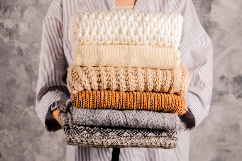 Najlepszym wyborem będą swetry oversize wykonane z wełny.
