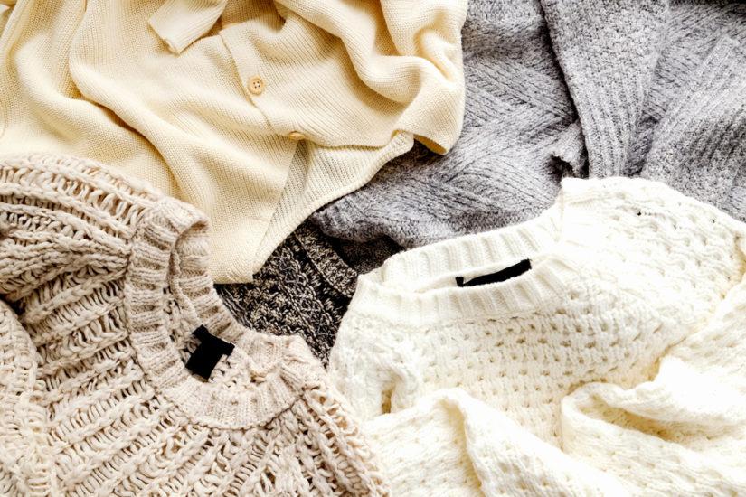 W sklepach online znajdziesz wiele swetrów oversize w różnych kolorach i fasonach!