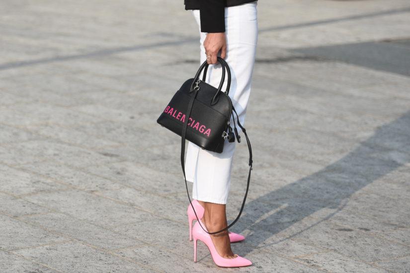 Wiosną warto postawić na niebanalny kolor w naszych ulubionych fasonach butów