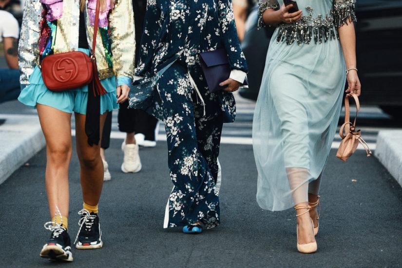 botki obcas koturna Moda, trendy, stylizacje, porady