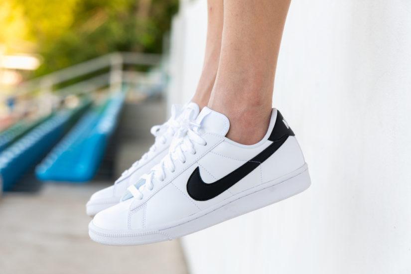 Białe buty Nike są niezmiennie modne. Znajdziecie je w wersji klasycznej i w nowych odsłonach