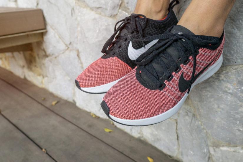 Różowe buty Nike sprawią, że twoja stylizacja nie pozostanie niezauważona