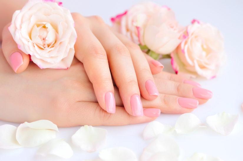 Delikatny i kobiecy manicure - zawsze na czasie i z klasą!