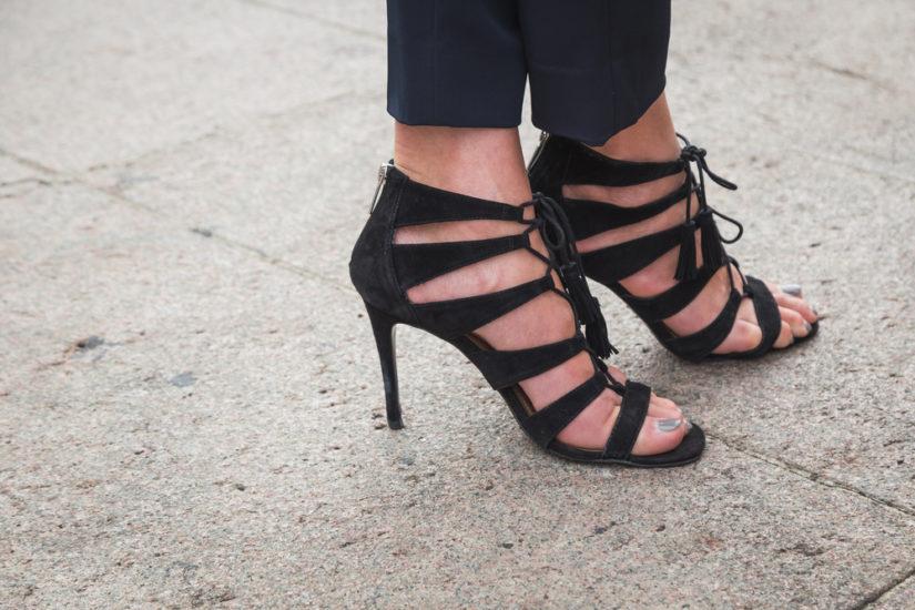 Modne sandały na obcasie na lato przydadzą się każdej eleganckiej kobiecie