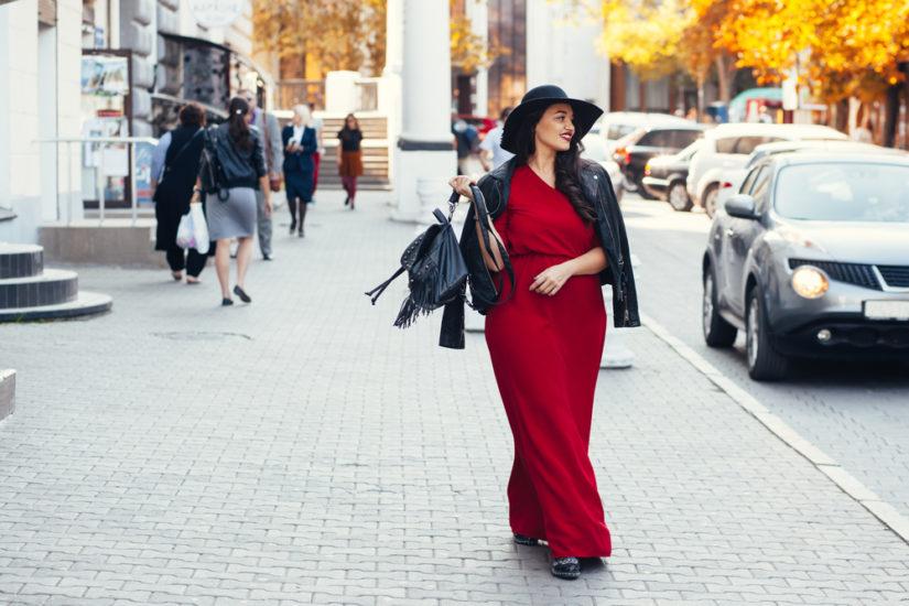 Sukienki dla puszystych to mnogość fasonów, zdobień i kolorów