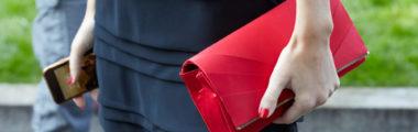 Jaki kolor paznokci pasować będzie do czarnej sukienki? Na pewno czerwień, ale też wiele innych barw!