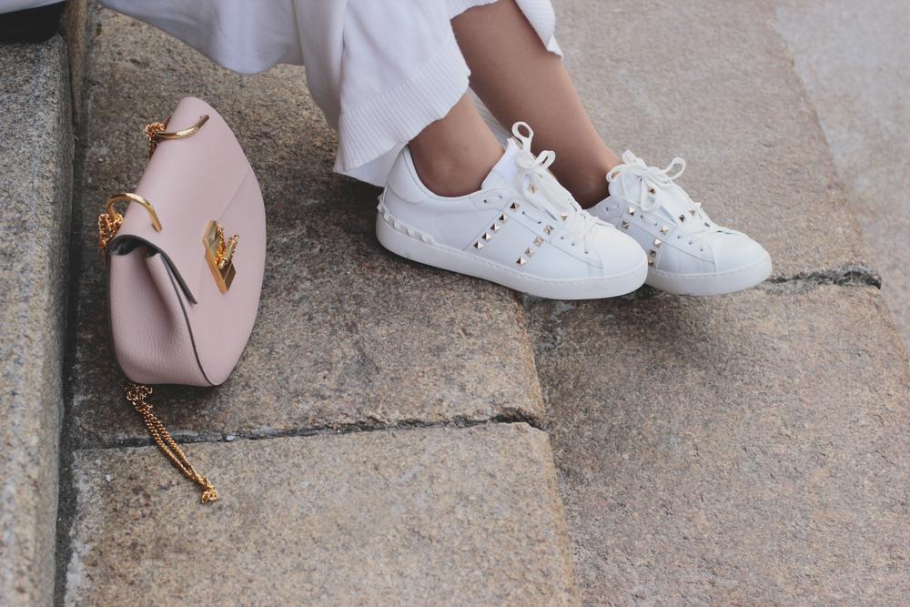 b5e6c5c1c9116c Białe sneakersy na wiosnę 2019. Czy białe buty sportowe nadal są ...