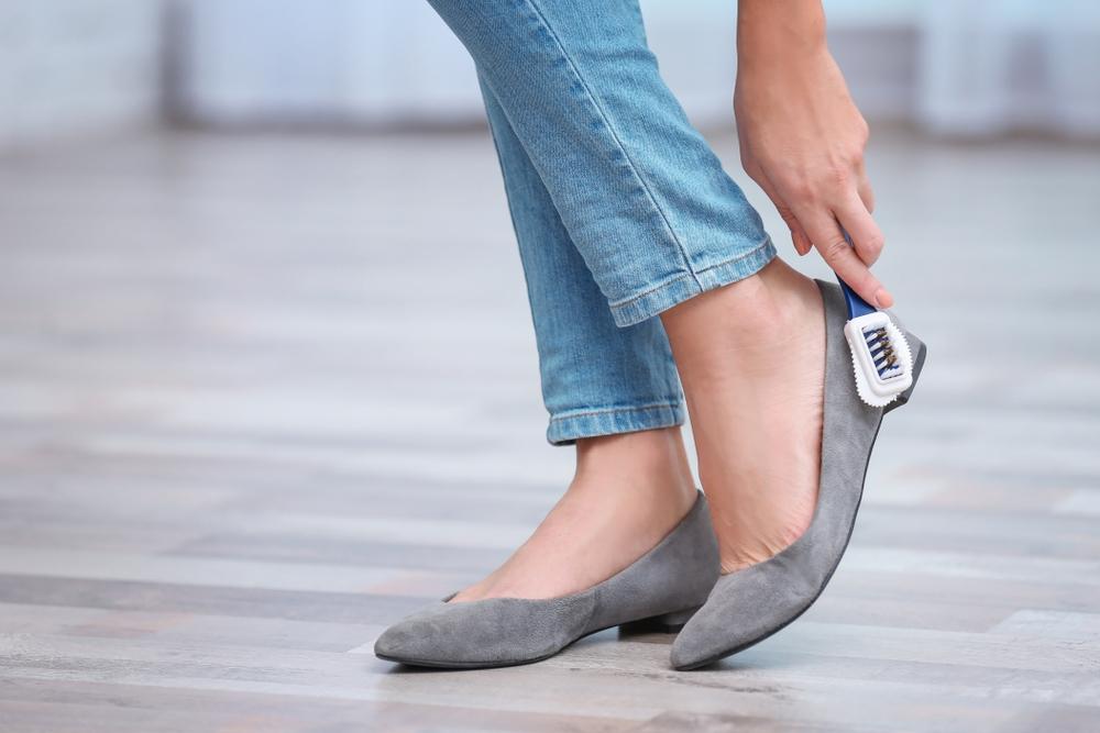 jak wyczyścić skórzane sandały
