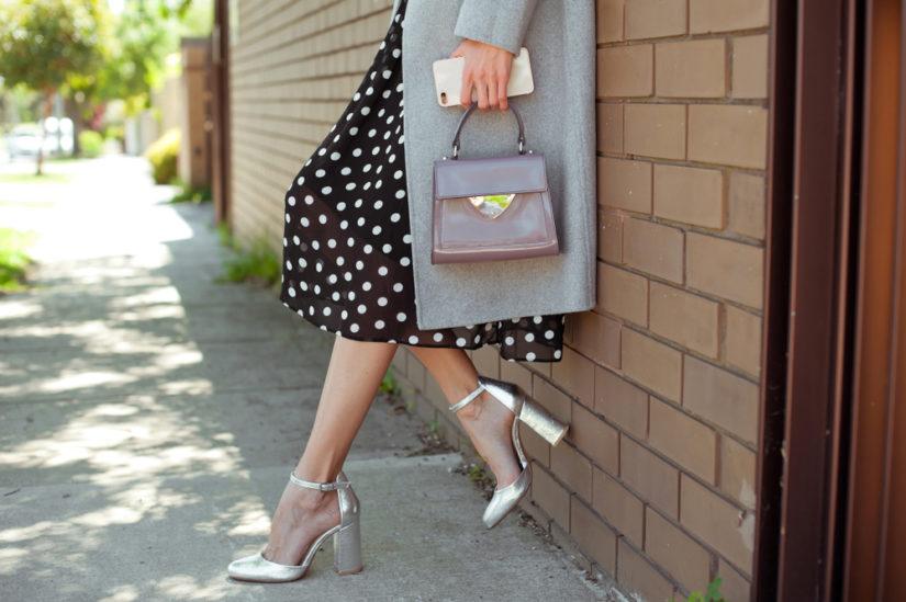 Srebrne buty zestaw z ulubioną sukienką albo szykownymi spodniami