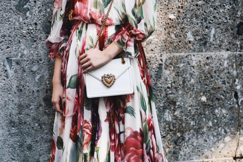539d354927 Modna sukienka w kwiaty na wiosnę 2019 to obowiązkowy element w szafie  stylowej kobiety!