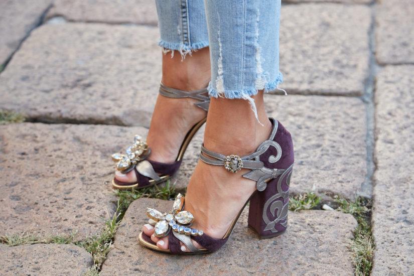 3a79d7d8 Trendy 2019. W tym roku sandały damskie błyszczą i stanowią ozdobę  stylizacji. Koniec z nudnymi modelami butów, czas na obuwie, które stanowi  przysłowiową ...