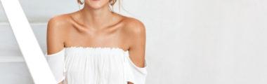 Piękna bluzka z odkrytymi ramionami sprawdzi się idealnie w wiosennych i letnich stylizacjach!