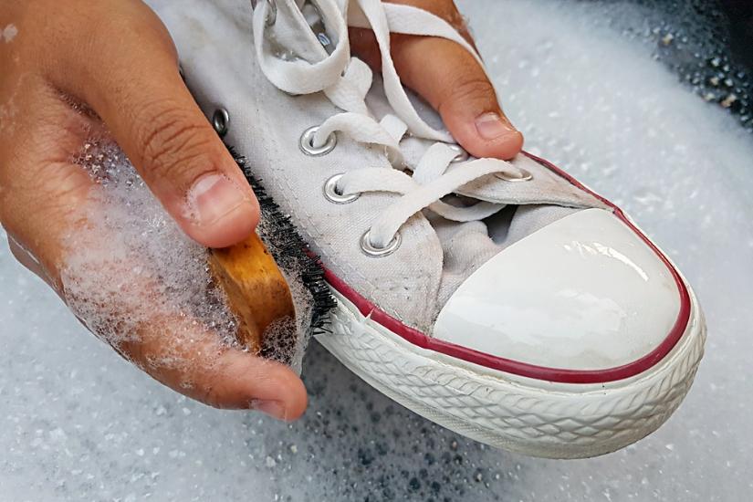 jak ręcznie prać buty